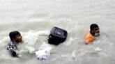 ভোলায় ফেরিতে উঠতে গিয়ে নদীতে ৩ যাত্রী