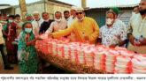 কলাপাড়ায় অতিদরিদ্র মানুষের মাঝে ইফতার বিতরণ করেছে যুবলীগ